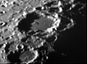 Il famoso cratere Clavio (225 km di diametro, 3.5 km di altezza), in prossimità del terminatore lunare.