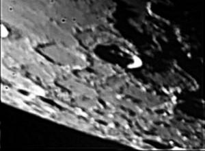 Zona a ridosso del Polo Nord lunare.