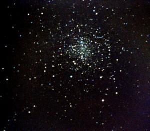 M4 - Scorpione; distanza circa 7.500 anni-luce. Somma di 4 riprese con Canon 400D @ 800 ISO con LX200 (totale posa: 20 minuti), autoguidate con rifrattore 60mm f/11 e ST-4 il 19/07/2012; elaborazione con Deep Sky Stacker, post-elaborazione IRIS e PSP.