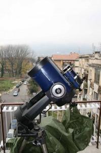"""Una visione laterale dell'LX200 da 10"""" (25 cm) f/10, con, a cavalcioni, l'ETX-90 (90mm f/13.8)."""