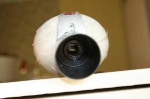... è limitata dalle piccole dimensioni del pur ottimo sensore CCD. Lo scotch è per proteggerla dagli attacchi proditori di bambini e gatto!
