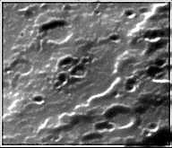 Una serie di crateri non identificati.